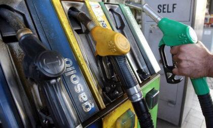 Divide 20 euro di carburante in cinque rifornimenti per far salire i punti del cashback (e il benzinaio s'incavola)