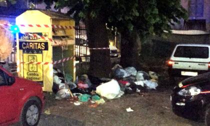 Rimane incastrato nel cassonetto dei vestiti usati, muore bimbo di 10 anni