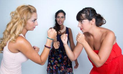 La ex, l'altra ex (con figlia) e l'attuale fidanzata: maxi rissa per lo stesso uomo