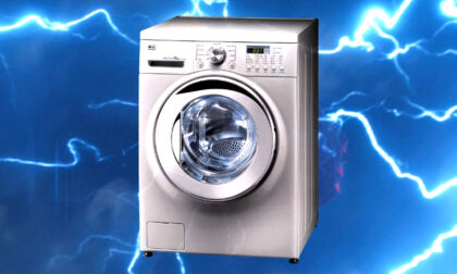 Fulmine si abbatte su una lavatrice, nonnina 92enne evacuata