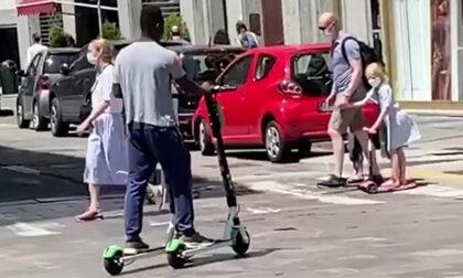 Giro di vite sui monopattini: casco obbligatorio e marciapiedi vietati