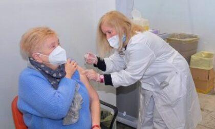 Vaccinazioni anti Covid over 80 al via fra click day, intoppi e prime dosi