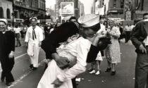 Oggi è la Giornata Mondiale del Bacio: ma chi l'ha inventato?