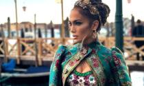 Jennifer Lopez illumina Venezia durante la sfilata di Dolce e Gabbana in piazza San Marco