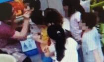 Calci, pugni e insulti ai bambini (tra cui un disabile): maestra d'asilo sospesa