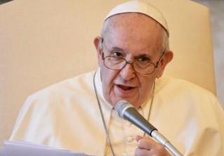 """Papa Fancesco: """"No vax anche fra i cardinali. Uno ricoverato per Covid"""". E rispunta Viganò"""