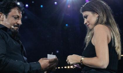 """Enrico Brignano all'Arena di Verona: """"Flora mi vuoi sposare?"""""""
