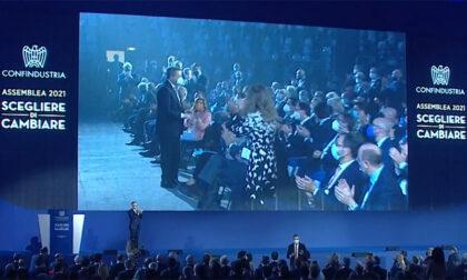 """Confindustria acclama Draghi: """"Uomo della necessità, governi a lungo. Sì al Green pass"""""""
