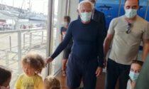 Armani all'acquario di Genova: il siparietto che non ti aspetti con due bimbi