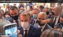 Macron colpito da un uovo lanciato dal pubblico