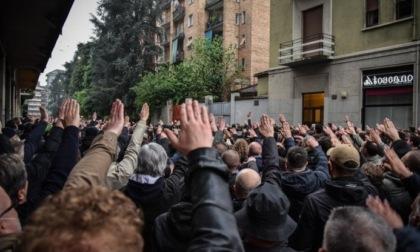 Il saluto romano non è reato se fatto durante una commemorazione