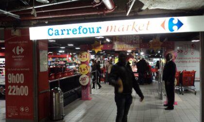 """Carrefour cede cento supermercati. I sindacati: """"Rischio 1.800 esuberi"""""""