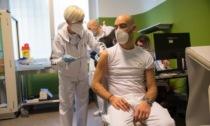 """Bassetti: """"Col 90% di vaccinati via le mascherine anche al chiuso"""""""