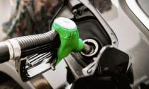 Benzina sempre più cara. E gli aumenti andranno avanti (almeno) sino a Natale
